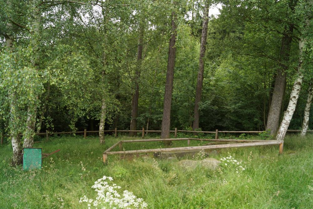 Mittelalterliche Gerichtstafel verborgen im Wald – Vergessene Orte und Plätze in Niederschlesien