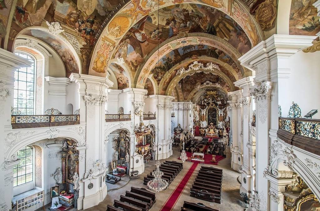 Barockes, reich dekoriertes Interieur der Basilika – Foto: Adrian Sitko