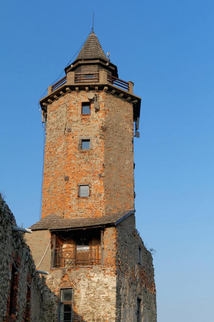Der zugängliche Burgturm auf der oberen Burg