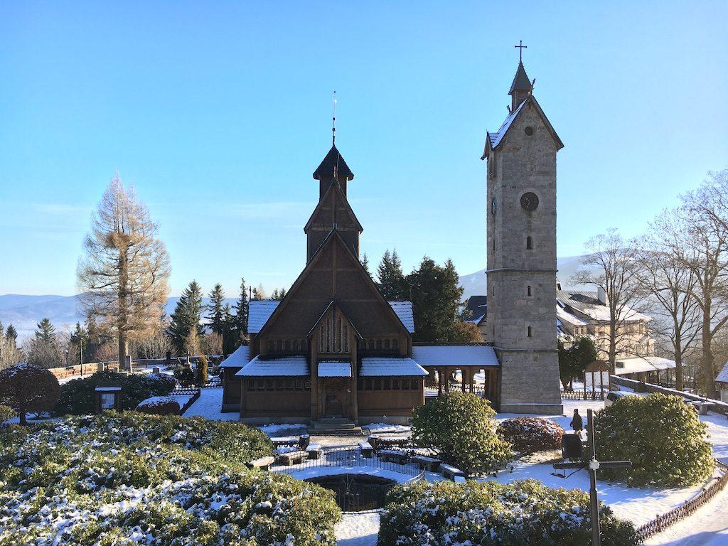 Wang-Kirche in Krummhübel (Karpacz) – Eine der wichtigsten touristischen Sehenswürdigkeiten in Krummhübel
