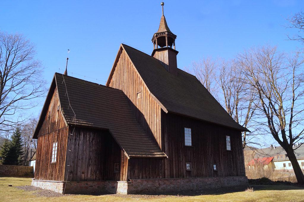 Historische Holzkirche in Reimswaldau (Rybnica Leśna) im Steingebirge