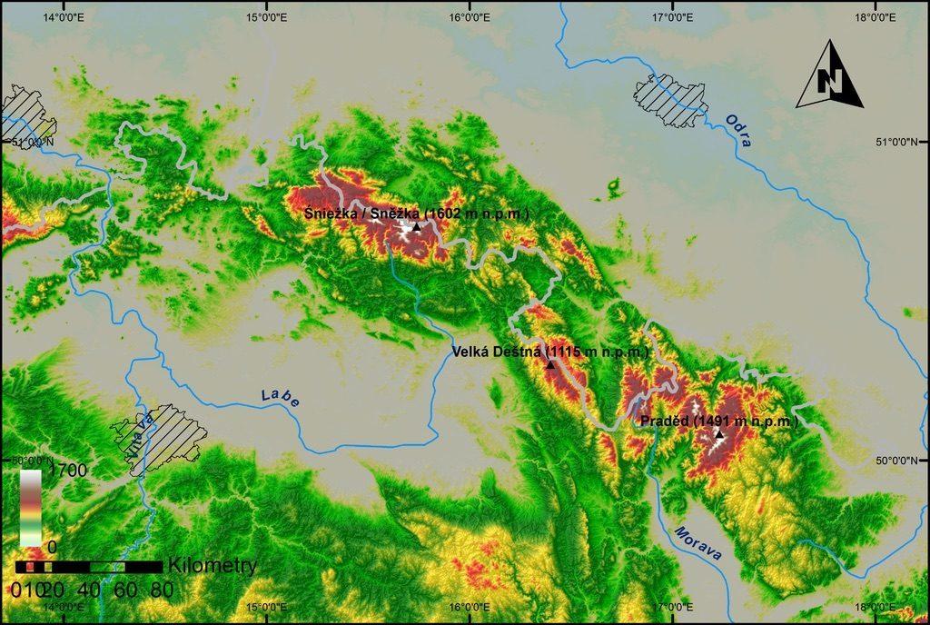 Die Sudeten markieren den höchsten Gipfel der Westsudeten (Śnieżka/Sněžka), der Mittelsudeten (Velká Deštná) und die Ostsudeten (Praděd) – Autor: Thomas Majtyka Quelle: wikimedia.org