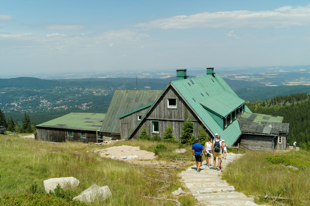 """PTTK-Berghütte """"Pod Łabskim Szczytem"""" die ehemalige """"Alte Schlesische Baude"""" einer der ältesten Bergsteigerhütten im Riesengebirge"""