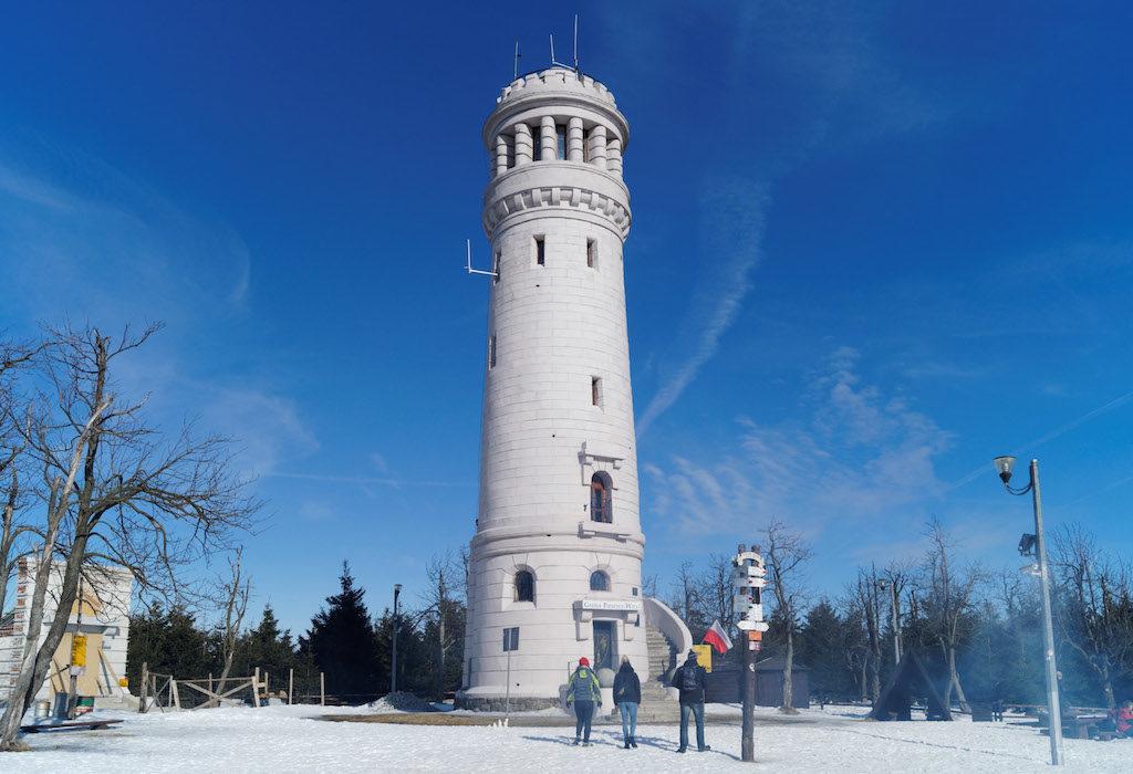 Der Aussichtsturm auf der Hohen Eule (Wielka Sowa) im Eulengebirge, erbaut 1905–1906