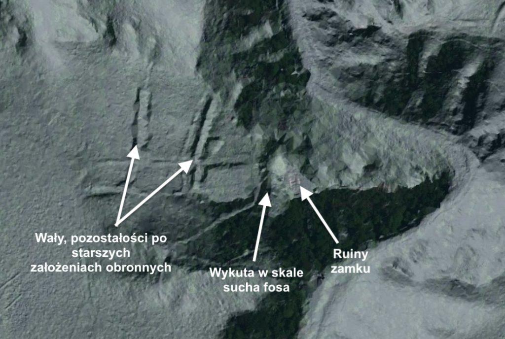 Das numerische Modell des Gebiets (LIDAR) zeigt die Überreste von Böschungen und einen in den Fels gehauenen Trockengraben – Quelle: geoportal.gov.pl