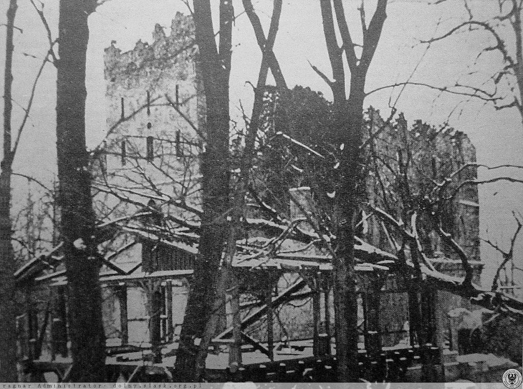 Abgebranntes Alte Burg Fürstenstein im 1945 – Quelle: polska-org.pl