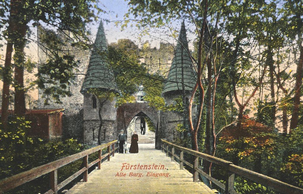 Zugang in die Alte Burg (Fürstenstein) auf einer Postkarte vom Anfang des 20. Jahrhunderts