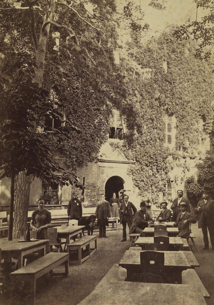 Restaurant im Innenhof, Foto um 1885
