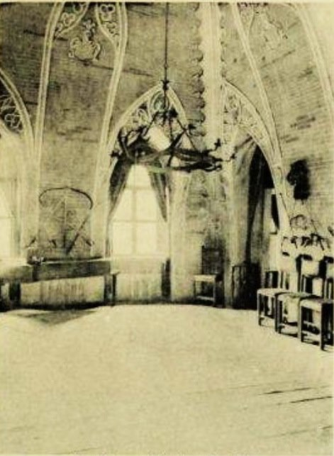 Das war das Innere eines der Räume, bevor die Burg zerstört wurde