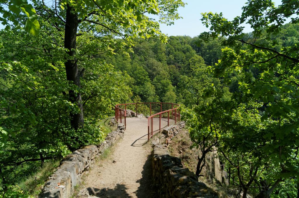 Am Ende des Vorgebirges, auf dem die Burg gebaut wurde, befindet sich ein Aussichtspunkt